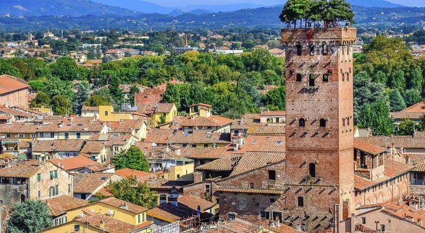 Lucca Guinigi Tower