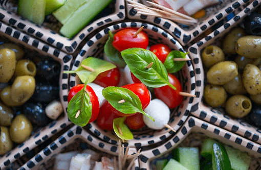 Basil, tomato and mozzarella salad with olive oil dressing