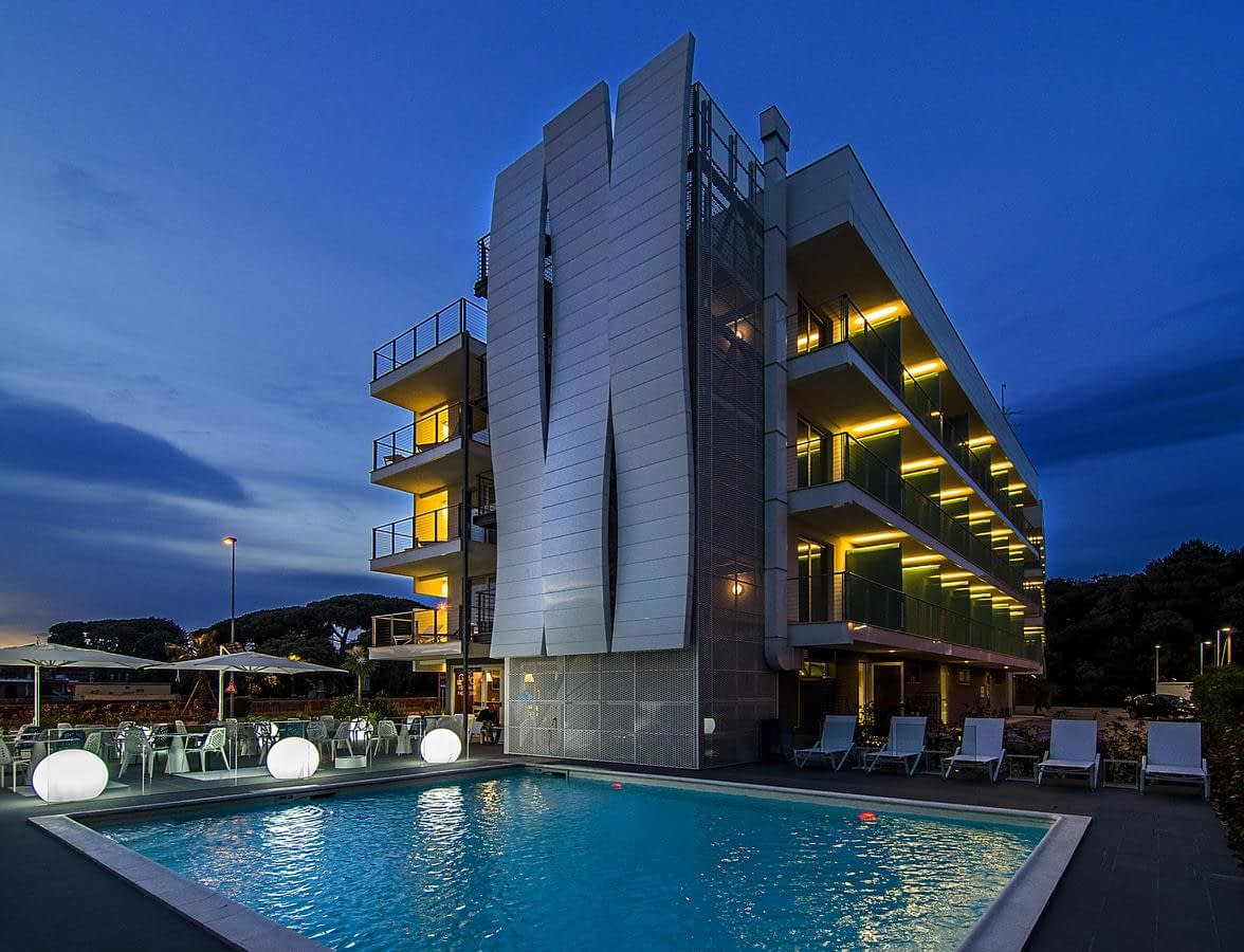 Hotel Mercure Viareggio outdoor swimming pool