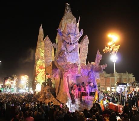 Viareggio Carnival night parade