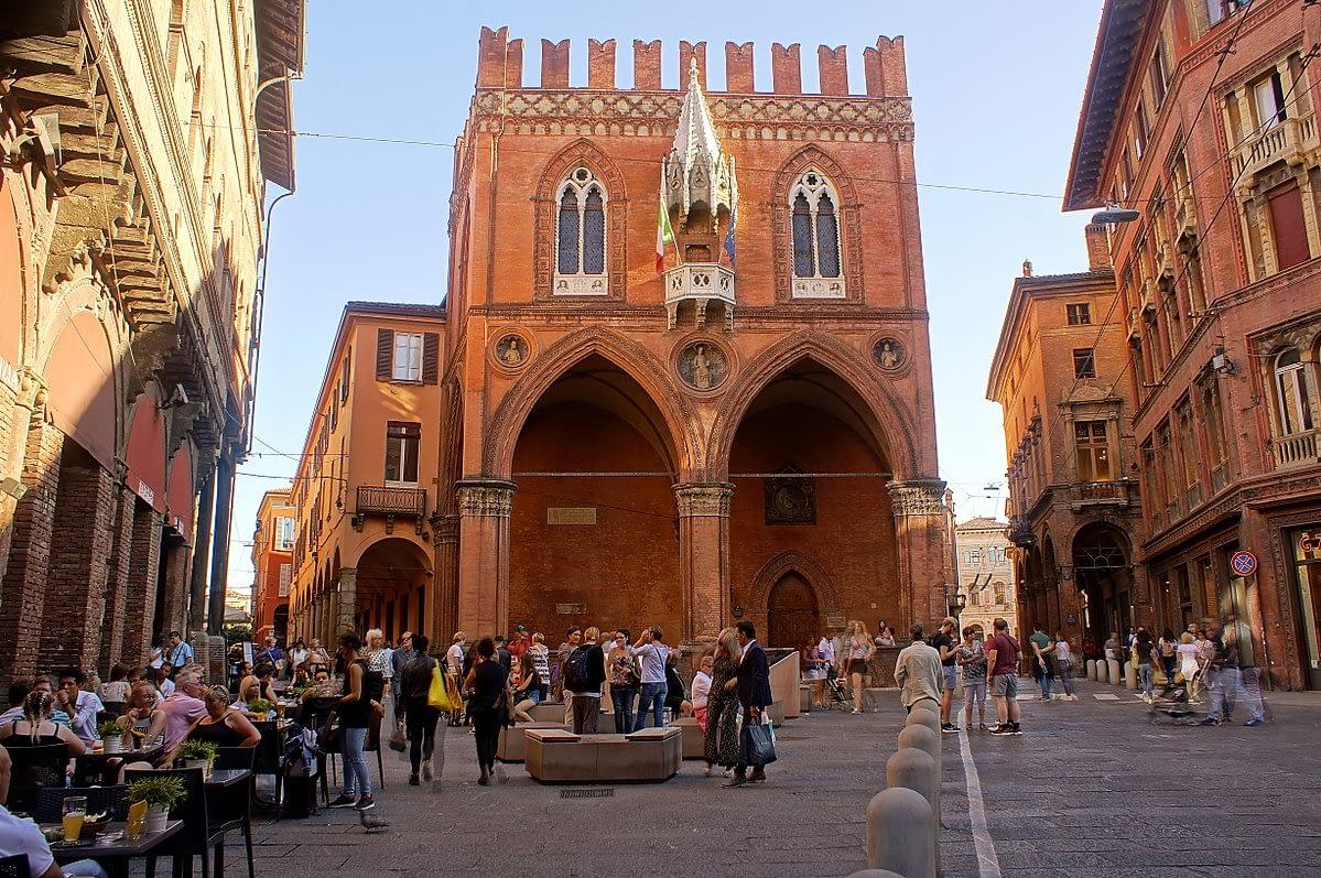 Bologna - Piazza della Mercanzia
