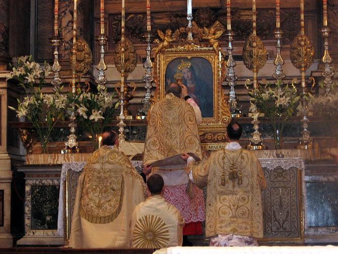 Rome, Santissima Trinita' dei Pellegrini Church - Latin Mass