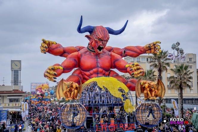Viareggio Carnival - La Gabbia float